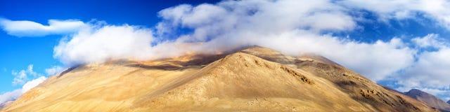Panorama de montagnes de l'Himalaya Photographie stock libre de droits