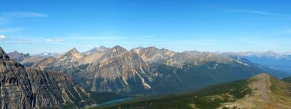 Panorama de montanhas rochosas foto de stock