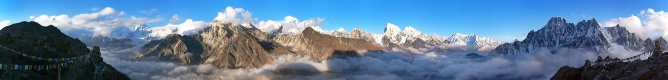 Panorama de Monte Everest, de Lhotse, de Makalu e de Cho Oyu fotos de stock royalty free