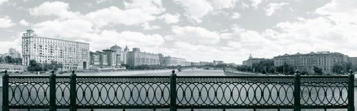 Panorama de Moscou tomado da ponte de Novoarbatsky Imagens de Stock Royalty Free