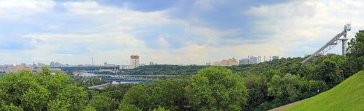 Panorama de Moscovo dos montes do pardal, Rússia Fotografia de Stock Royalty Free