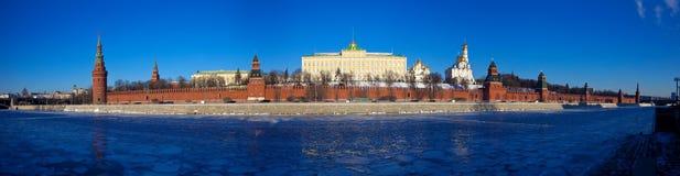 Panorama de Moscovo Kremlin no inverno Fotografia de Stock Royalty Free