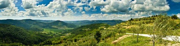 Panorama de Motovun bonito e de montes Fotografia de Stock Royalty Free