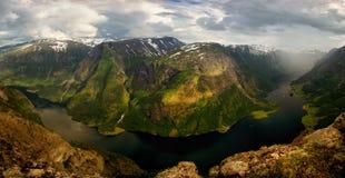 Panorama de Naeroyfjord photographie stock libre de droits