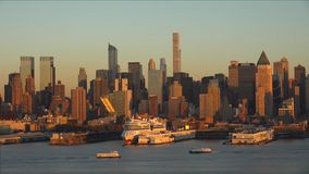 Panorama de New York City com skyline de Manhattan sobre a skyline de Hudson River //New York City no por do sol 2019 imagens de stock