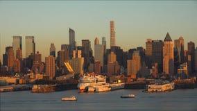 Panorama de New York City con el horizonte de Manhattan sobre el horizonte de Hudson River //New York City en la puesta del sol 2 imagenes de archivo