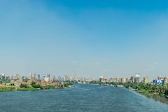 Panorama de Nile River e do Cairo imagem de stock royalty free