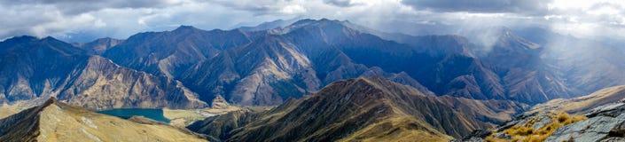Panorama de Nova Zelândia - cumes do sul imagem de stock