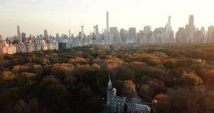Panorama de Nueva York de la opinión aérea de Central Park almacen de metraje de vídeo