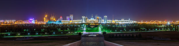Panorama de nuit d'Astana photographie stock libre de droits