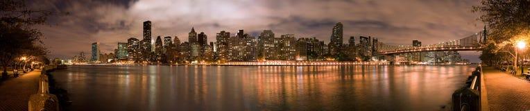 Panorama de nuit de Manhattan Photos libres de droits