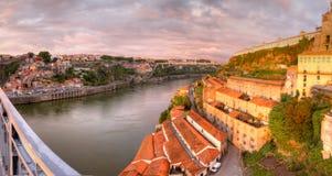 Panorama de Oporto y de los almacenes portuarios foto de archivo libre de regalías