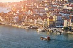 Panorama de Oporto y del río viejos de Duoro imagenes de archivo