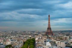 Panorama de París en la oscuridad Foto de archivo libre de regalías