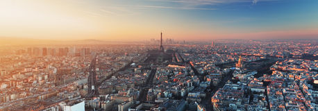 Panorama de Paris au coucher du soleil Photos stock