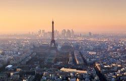 Panorama de Paris au coucher du soleil Photographie stock libre de droits