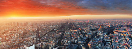 Panorama de Paris au coucher du soleil, paysage urbain Image stock
