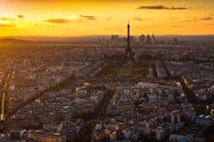 Panorama de París en la puesta del sol. Opinión de la torre Eiffel del montparnasse Fotos de archivo libres de regalías