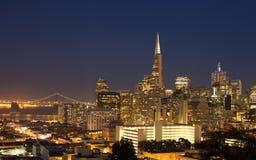Panorama de paysage urbain de San Francisco la nuit photographie stock