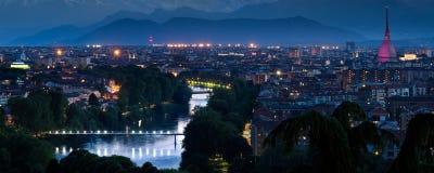 Panorama de paysage urbain de Turin avec la rivière PO Images libres de droits