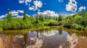 Panorama de petit lac dans les montagnes de Tatras Image libre de droits