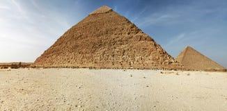 Panorama de pirámides en Giza Imágenes de archivo libres de regalías