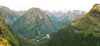 Panorama de piste de Milford, Nouvelle Zélande Image stock