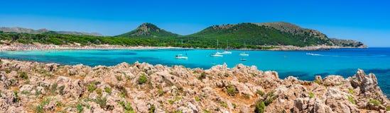 Panorama de plage de l'Espagne Majorca de baie de Cala Agulla Images stock