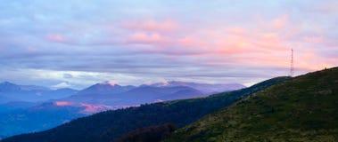 Panorama de plateau de montagne de soirée d'automne. image libre de droits