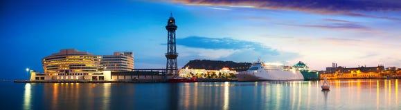 Panorama de port Vell dans le crépuscule Barcelone Images stock
