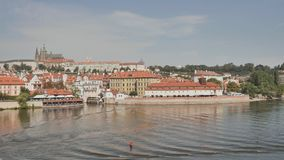 Panorama de Praga Capital checa metrajes