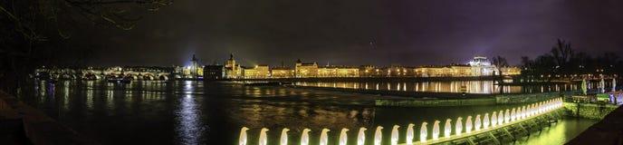 Panorama de Praga por noche imágenes de archivo libres de regalías
