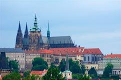 Panorama de Prague comprenant Charles Bridge images libres de droits
