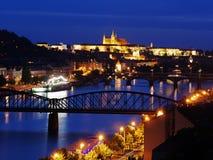Panorama de Prague la nuit Photographie stock