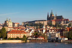 Panorama de Prague pendant le matin Photo libre de droits