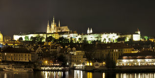 Panorama de Prague (Praha) la nuit Photographie stock libre de droits