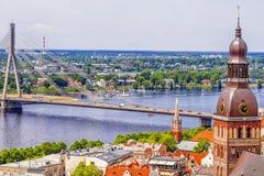 Panorama de Riga vieja, Latvia foto de archivo