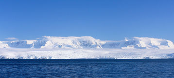Panorama de rivage de l'Antarctique Photographie stock