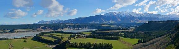 Panorama de River Valley de la garganta de Rakaia en mediados de Cantorbery, nuevo Zealan Imagenes de archivo