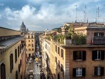 Panorama de Roma con los jardines de tejado Fotos de archivo libres de regalías