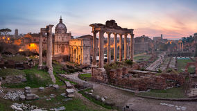 Panorama de Roman Forum Foro Romano por la mañana, Roma, Ital imagen de archivo libre de regalías