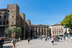 Panorama de Roman Gate et de nova antiques de Placa, Barri Gothic Quar Photographie stock