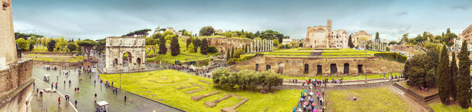 Panorama de Rome avec la voûte et le forum de triomphe Image stock
