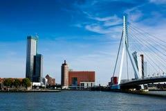 Panorama de Rotterdam con el puente de Erasmus Fotografía de archivo