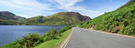 Panorama de route de bord de lac Image libre de droits
