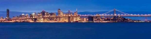 Panorama de San Francisco na noite Fotos de Stock Royalty Free