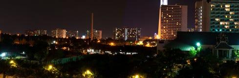 Panorama de scence de nuit à Pattaya, Thaïlande. Photos stock