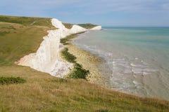 Panorama de siete acantilados de las hermanas y del mar en Brighton, Sussex Foto de archivo
