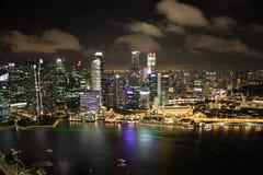 Panorama de Singapur en la noche Fotos de archivo libres de regalías