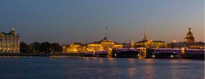 Panorama de soirée de St Petersburg, l'ermitage, Russie Image libre de droits